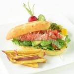 ベーカリーアンドテーブル箱根 - 料理写真:3F オープンキッチン・レストラン オマールエビ&アボガド フォカッチャサンド(2,380円)