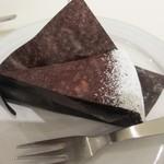しのわ - 私が選んだケーキはクーベルチュールのショコラタルト350円、カカオバター以外の油脂を使わないクーベルチュールショコラをふんだんに使った濃厚なケーキです。