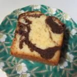 しのわ - チョコとバニラのマーブルケーキ250円、バニラとチョコが程よく混ざった幅広い年代に人気のケーキです。