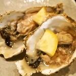 貝賊 - 厚岸産 生牡蠣
