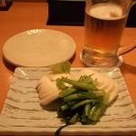 鳥キング - かぶ浅漬け(313円)と生ビール(313円)