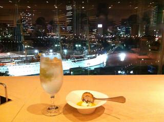 シェフズ・ブイ 横浜ランドマークタワー店 - 夜景に映えるすだちモヒート!