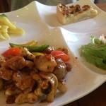 KEBUN - 鶏肉のカシューナッツ炒め