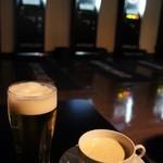 ダイジェスト - ドリンク写真:カフェオレとビール