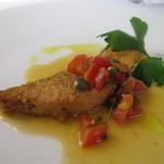 イル ヴィスキオ - 北海道 秋鮭の香草パン粉のムニエル  フルーツトマト、アンチョビ、ケイパーのバターソース