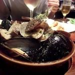 トレド - ムール貝とアサリの香草バター蒸し