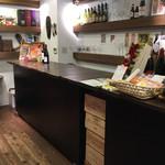 グラン・ヴァン18区 - 購入したワインを、カウンターで飲むこともできます。