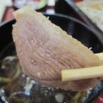 そば処きぬ - 「かも汁」には、やや厚めの鴨肉が2枚!