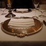 銀座 ハプスブルク・ファイルヒェン - テーブル・セッティング