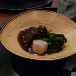 美食倶楽部 - 牛頬肉の赤葡萄酒煮 ほろほろに煮込まれた頬肉と六方に着られた小芋(H26.10)