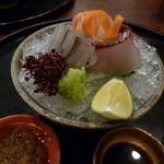 美食倶楽部 - お造り 明石の鯛 縞鯵 細魚 土佐醤油か薬味を利かした自家製ぽん酢で(H26.10)