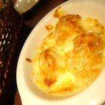 バール バゲット - 真タチとタレッジョチーズのオーブン焼き