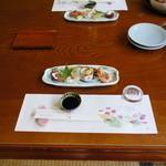割烹旅館 みはる荘 - 料理写真:お風呂から出ると、エアコンの効いた部屋に、前菜が用意してあった