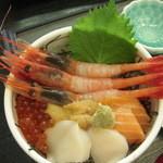 味鮮まえかわ - 五色丼(アップ)