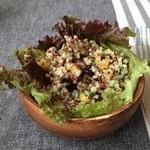 ラウンドポイントカフェ - この野菜サラダ、聞いたのですが全部忘れました
