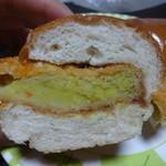 パン・洋菓子 キムラヤ - コロッケはこの通り!カレーコロッケになっています♪