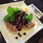 下北文化珈琲店 - 料理写真:ミックスベリーパンケーキ
