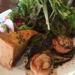 サレ・ポワヴレ・ウノ - 玉ねぎのキッシュと帆立貝のポワレ
