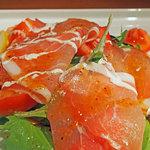 クオーコ タカハシ - 生ハムと焼きナスのサラダ