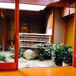 31429382 - 縁側と中庭を望む