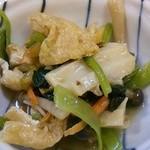 大樽 - 晩酌セット1350円の小鉢は冷製の煮物(201410)