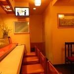 寿司の小林 - 一階はカウンター中心