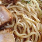 北大塚ラーメン - モチモチの中太麺