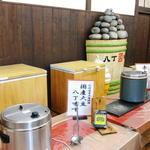 久右衛門 - 味噌汁の試飲コーナー