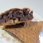 博多ひいらぎ - 中には自慢の小豆餡がたっぷり、甘さを控えた上品な味なんで冷めても美味しいですよ。