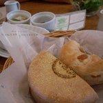 ウイークエンドブランチ - 食べ放題のベーグルとマフィン