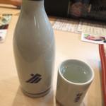 金沢まいもん寿司 - 福光屋 黒帯 熱燗