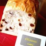 イヌイ - ラムレーズン入りの食パン☆ ずっしり重いΣ('ω'o) ラムレーズンが香ばしくて美味しかった♪