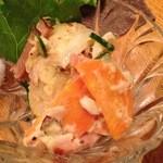 とら娜 - ポテサラ:野菜、ベーコンなどたくさん