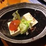 彩どり亭 - 豆腐サラダ 半分以上取り分けてしまいました(^^;;