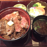 31446421 - 名物ビフテキ丼(2600円)