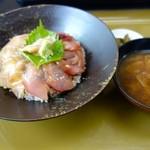 割烹 水天閣 - ひらめと縞かつおのヅケ丼 (1080円)