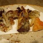 柳家 - きのこ(松茸、柳松茸、紅平茸、舞茸、性賢寺、鮑茸)       天婦羅 塩糀