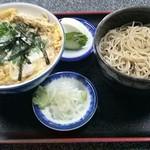 31449797 - 店内メニュー 親子丼蕎麦セット950円