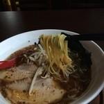 山神山人 - 麺はとんこつラーメンの時と同じ麺、細ストレートで美味い(2014.10.12)