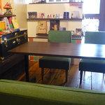 +ant cafe - テーブル席が2卓あります!