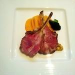ポワソン ルージュ - ディナーのメイン、子羊にしました!ボリュームがよかったです!お肉やわらかくてびっくりしました!