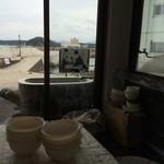 鎌倉商店 - 海が見える