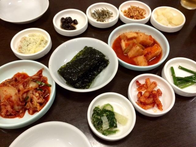 一龍 本店 - 韓国式前菜ラッシュだ!
