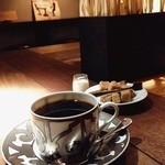 ローチロースター - ハードブレンド☆ 大好きなカフェ(๑′ᴗ‵๑) ステキなエルメスのカップに入ったコーヒーはこの店で一番濃いハードブレンド。美味しい♪