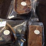 ガトー コバヤシ - 料理写真:ブルーベリーのタルト、ガトーショコラ、ブラウニー、ちゃったプリン