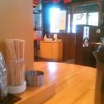 元祖博多中洲屋台ラーメン 一竜 - カウンターから入口付近を撮影