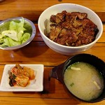 警固ヤキトン - 豚丼、サラダ、キムチ、味噌汁