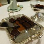 Le Chocolat Alain Ducasse - アラン・デュカスのレストランで出て来たタブレットのショコラ☆☆☆