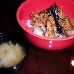 りょうちゃん - サクサクかき揚げ丼・味噌汁盛り放題付380円(税込み410円)
