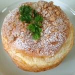 31473973 - アーモンドクリームのシュークリームパン(190円)